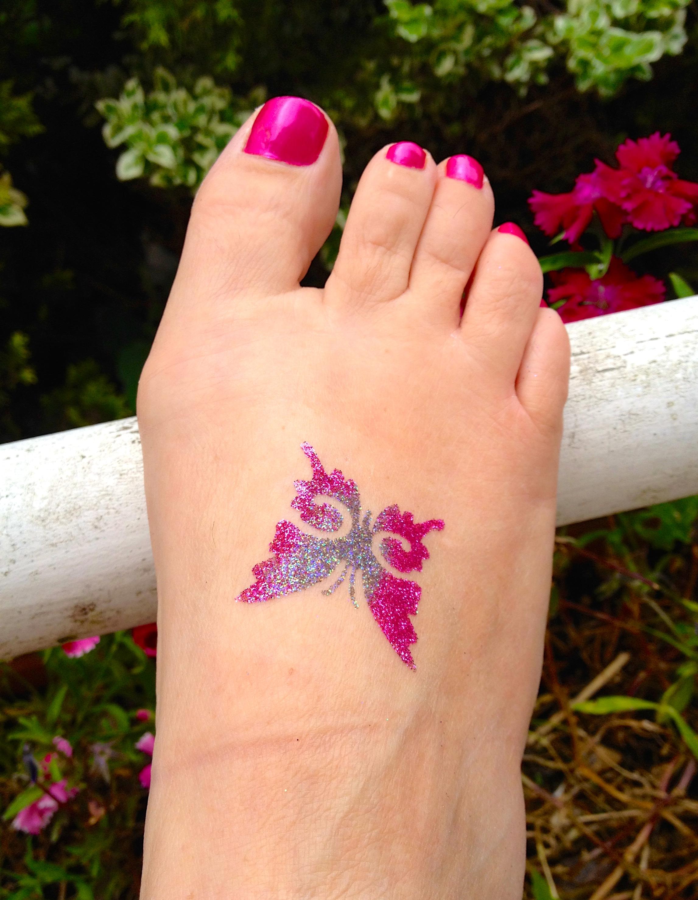 A glitter tattoo 'selfie'!