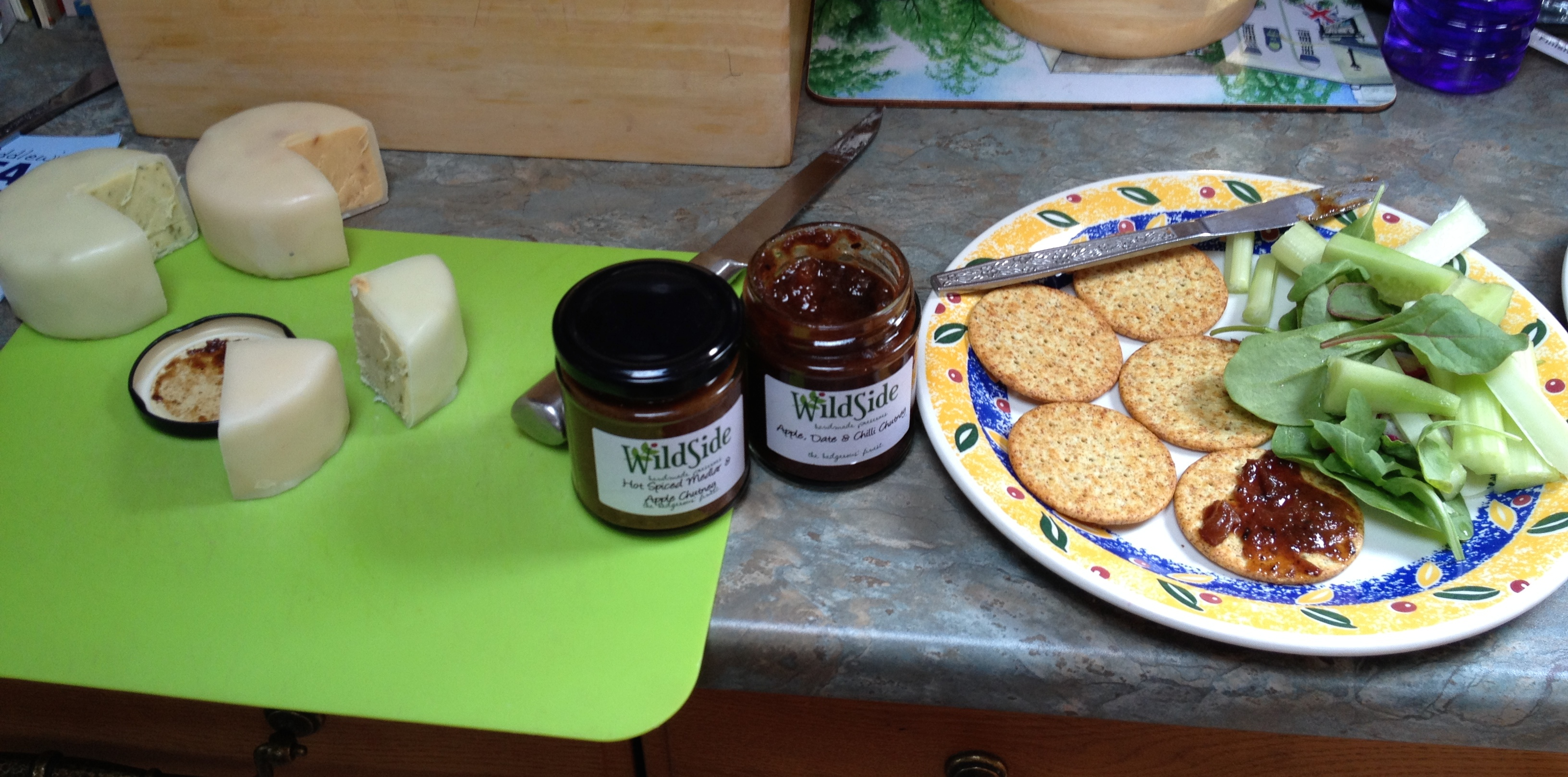 Lunch with cheese from the cheese boat, and chutneys from Wild Side (not trading at Middlewhich, bought from Droitiwch!)