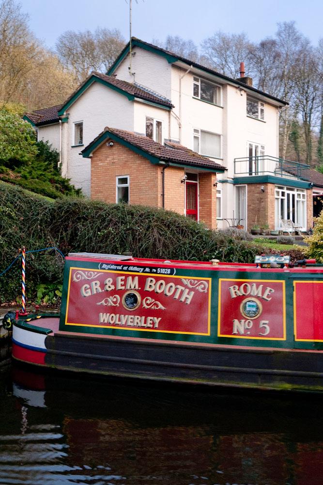 Narrowboat at Wolverley