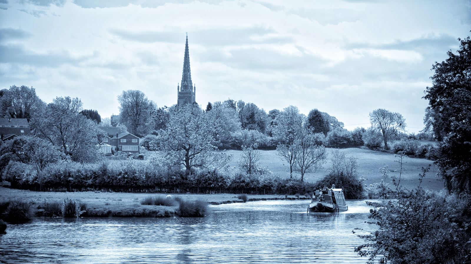 Braunston Church and the nortrh Oxford Canal