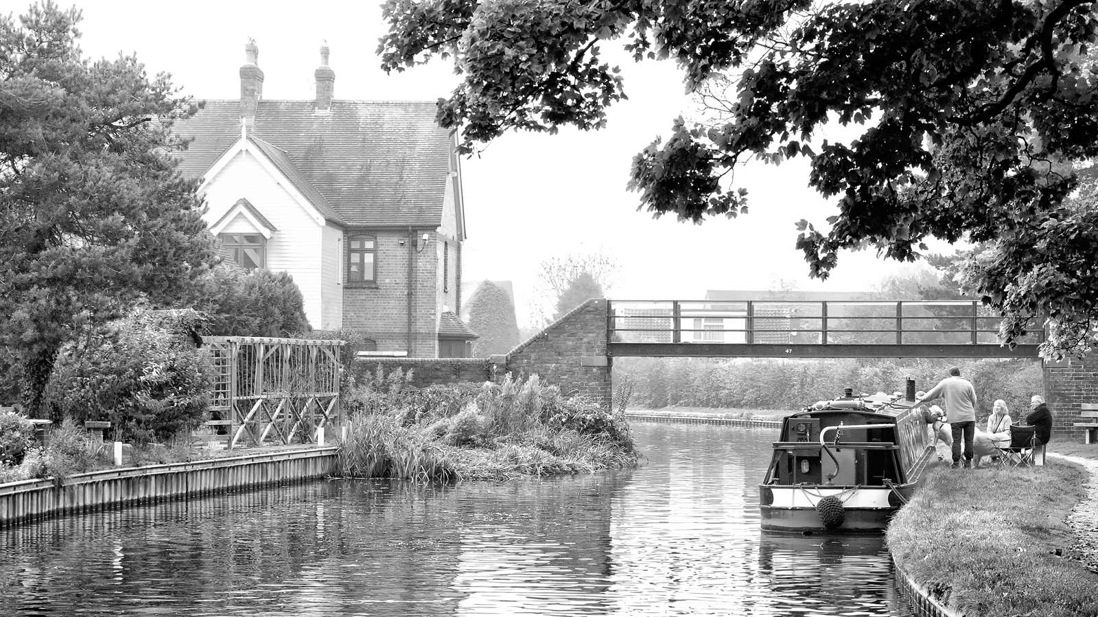 A family picnic by the boat near Alrewas on the Trent and Mersey Canal