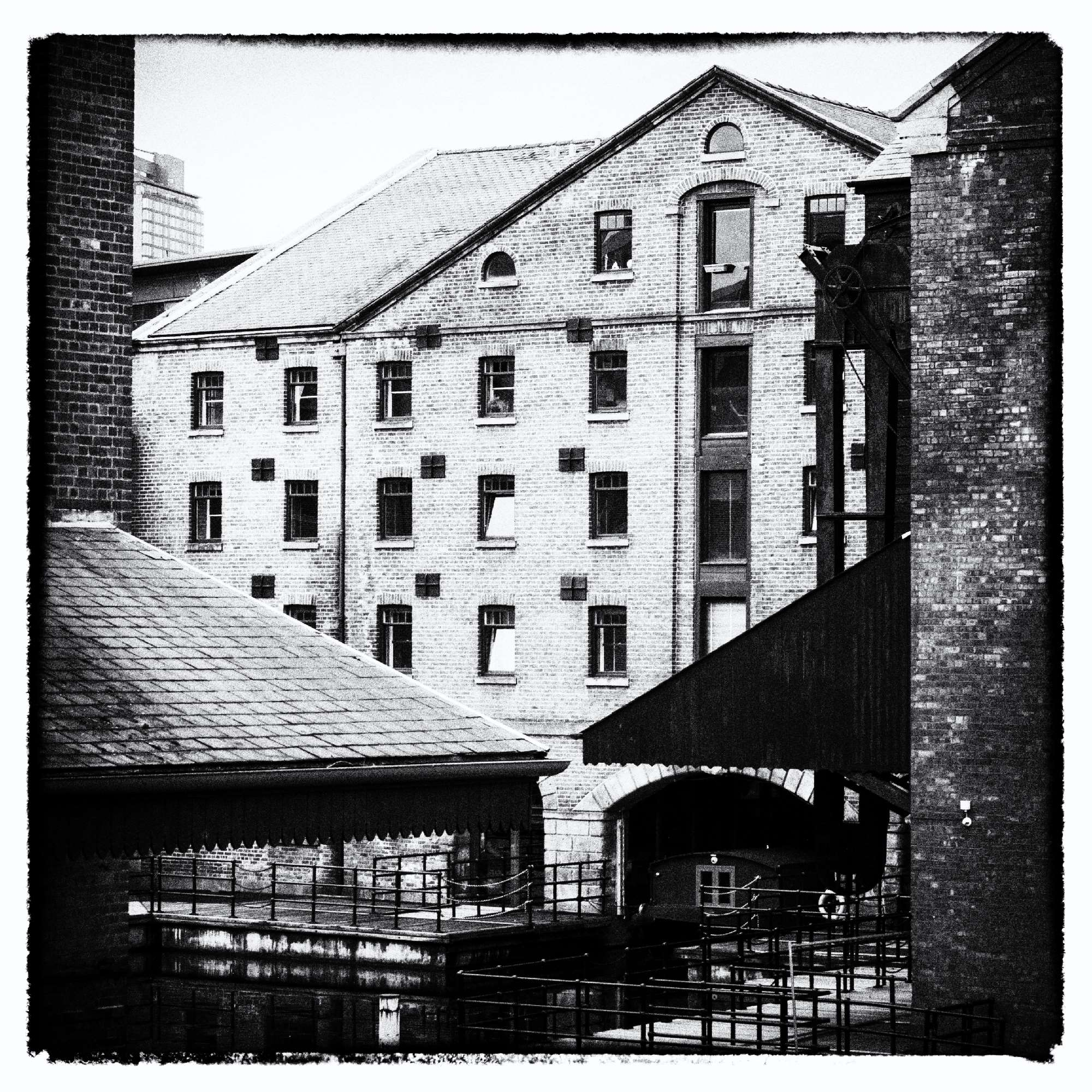 Straddle Warehouse Victoria Quays Sheffield NB Areandare
