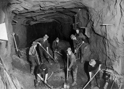 Men at work on the Homer Tunnel, Southland [1935-1953], Ref; 1/2-024836-F, Alexander Turnbull Library, Wellington, New Zealand.
